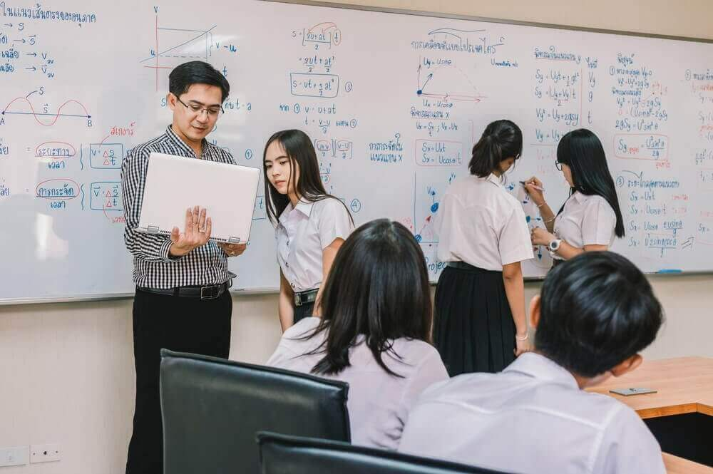 Why More School Teachers Opt to Give Private Tuition