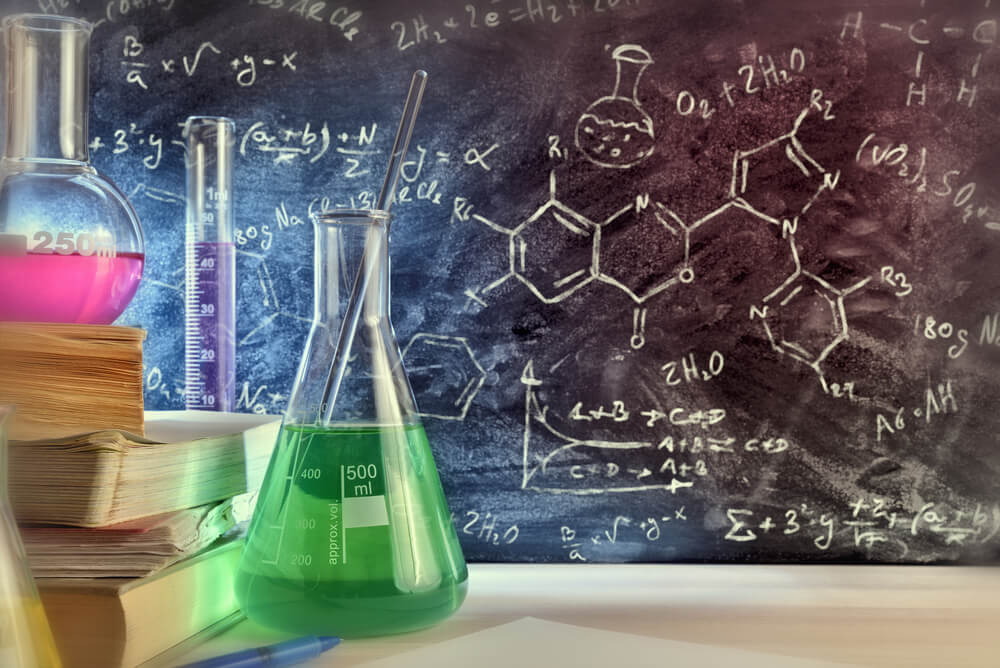 Chemistry formula on blackboard - GP tuition in Singapore
